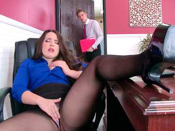 Boss in black pantyhose Lola Foxx seduces worker Danny D